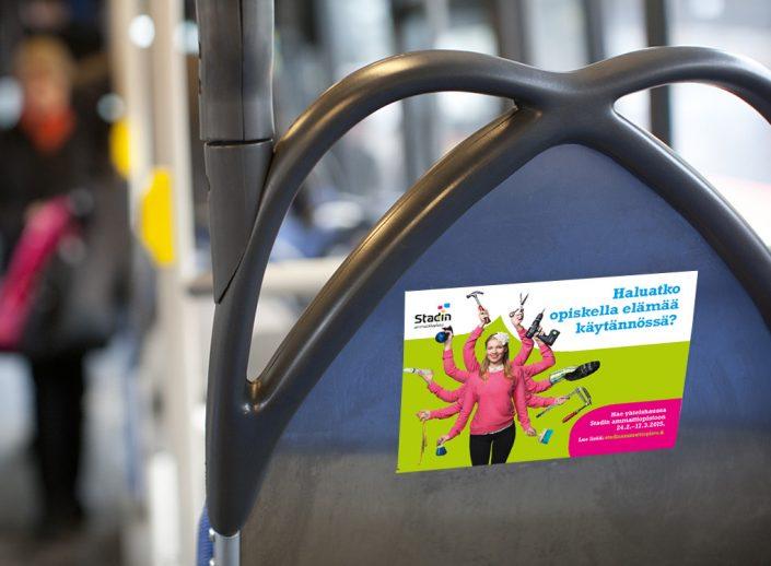 Stadin ammattiopiston yhteishakukampanjan ulkomainonta, bussi-istuinten selustat